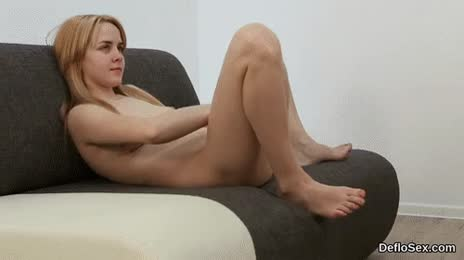 Steamy nympho fingers yummy pussy until she is cumming