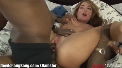 Savannah Fox loves cocks