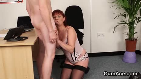 Wacky babe gets cum load on her face gulping all the jizz