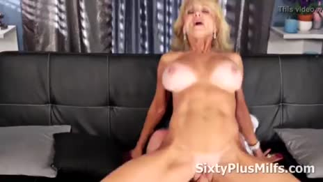 Sexy cougar Cara Reid riding cock