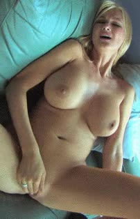 Wild cougar with big tits fingering her pussy with vigor gif