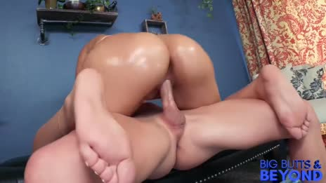 HUGE ASS 19 YEAR OLD: VALENTINA JEWELS