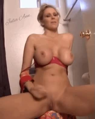 Let's WANK for mrs Julia
